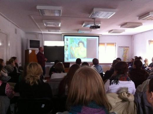 Curador cultural do StudioClio ministra aula  na Universidade de Varsóvia